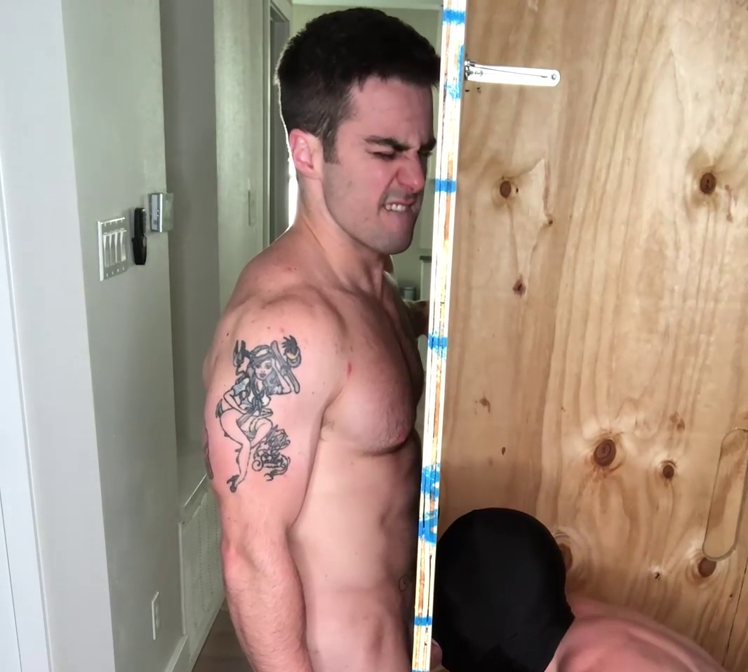 Jordan getting a blowjob through a glory hole - JordanxBrandt