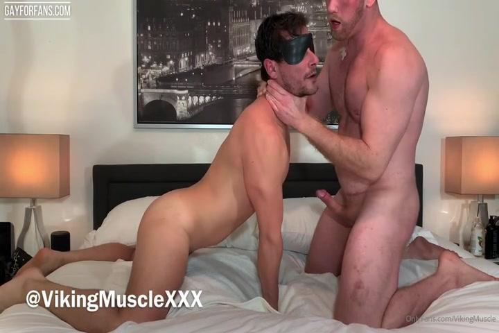 Dominant muscle hunk being verbal and using his bottom sub - VikingMuscleXXX