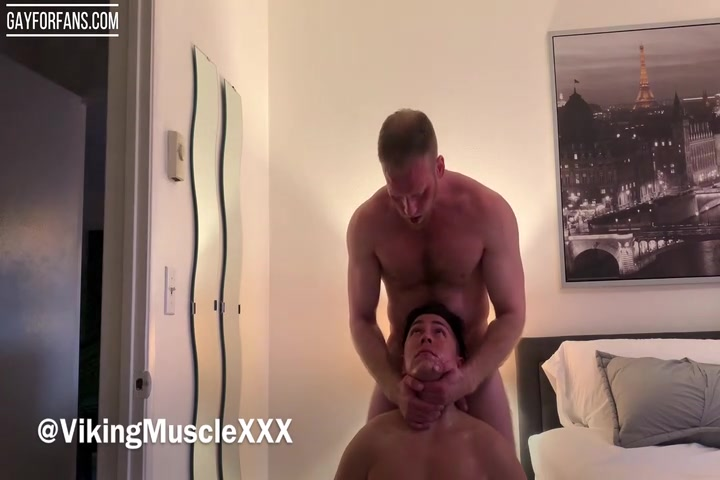 Dominant and verbal muscle hunk Viking Muscle getting a blowjob - VikingMuscleXXX
