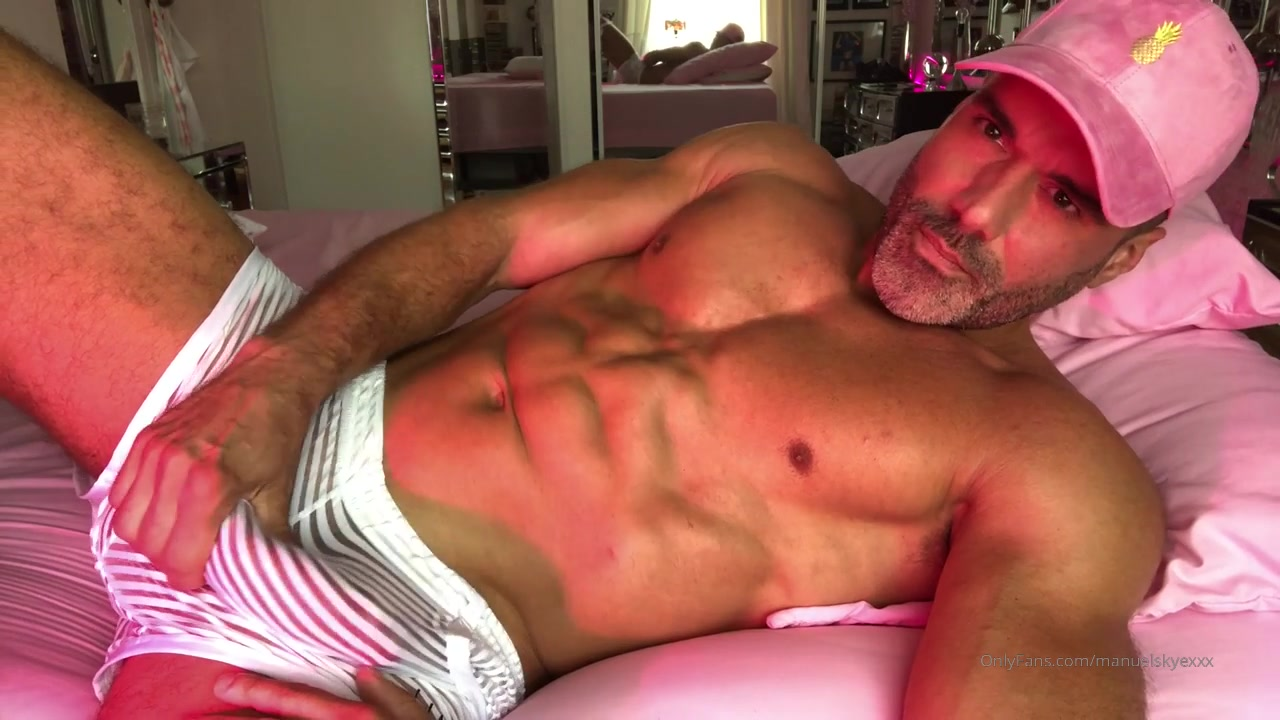 Shooting a big load over my abs - Manuel Skye