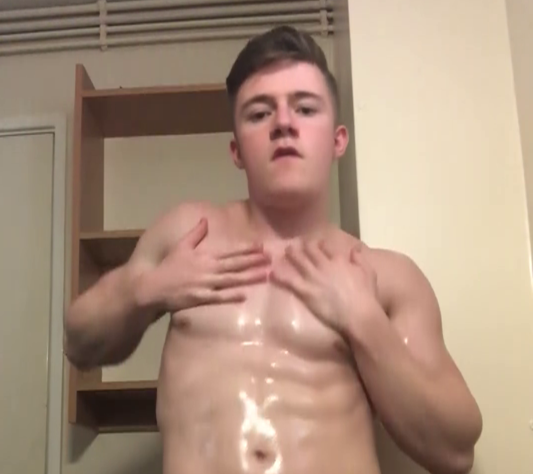Biggreenmuscle dancing and rubbing oil over his body