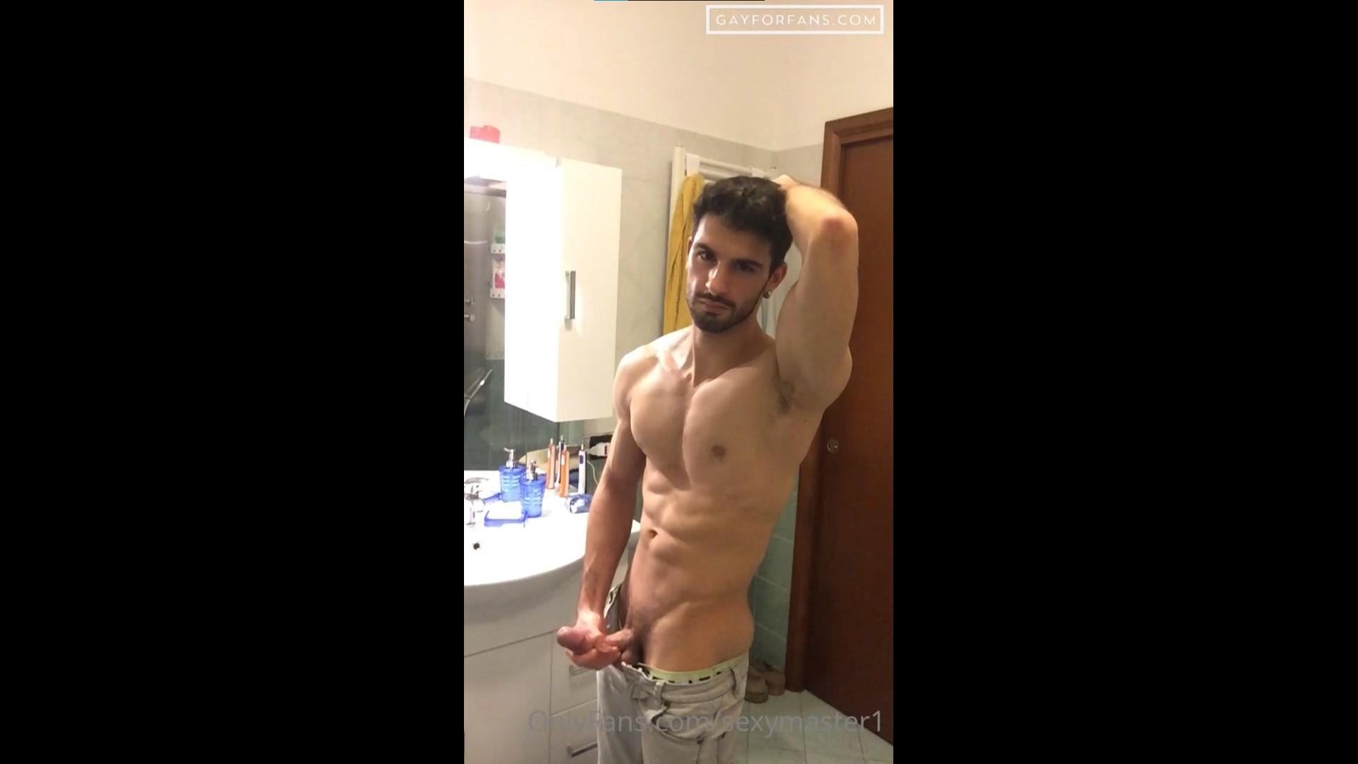 Quick bathroom jerk off - Katoptris