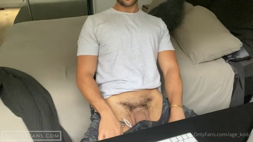 Jerking off at my desk - age_koda