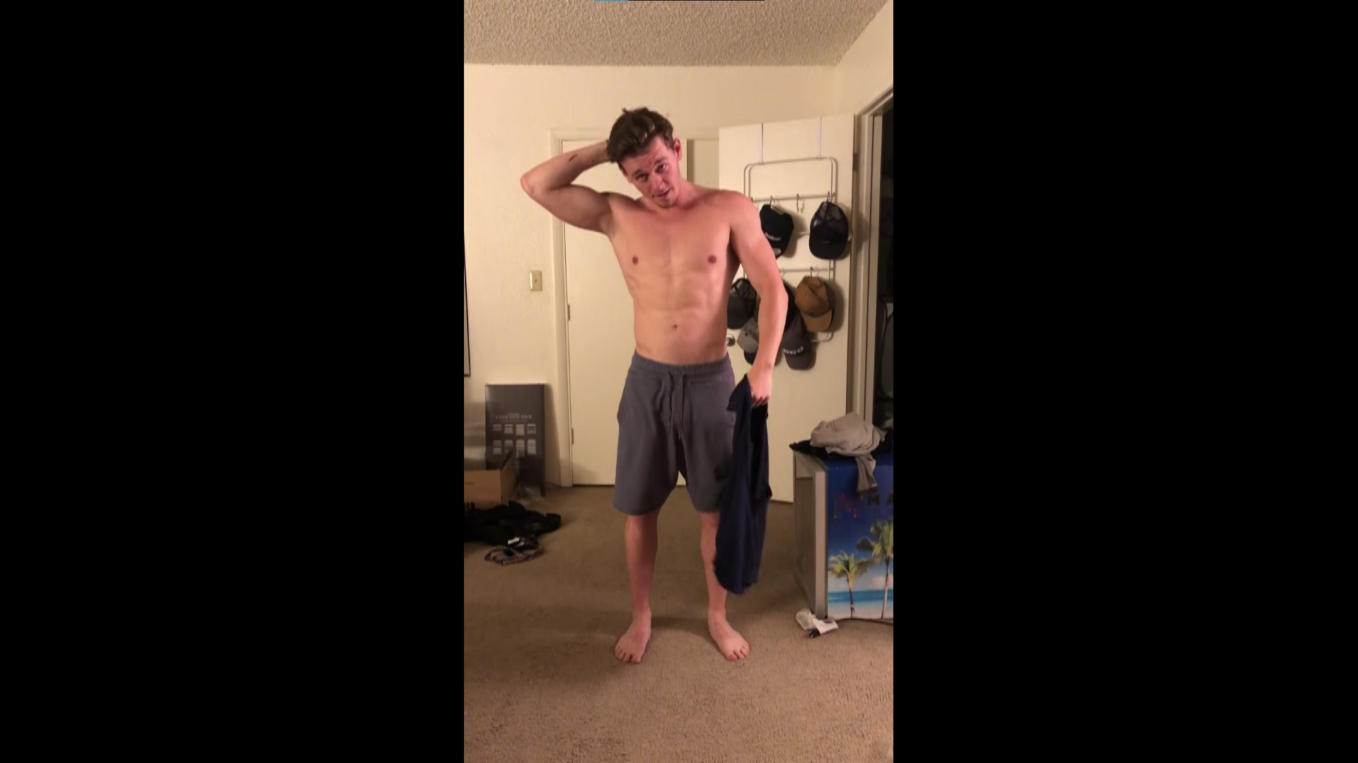 Slowly stripping and showing off my body - cdyrnkn