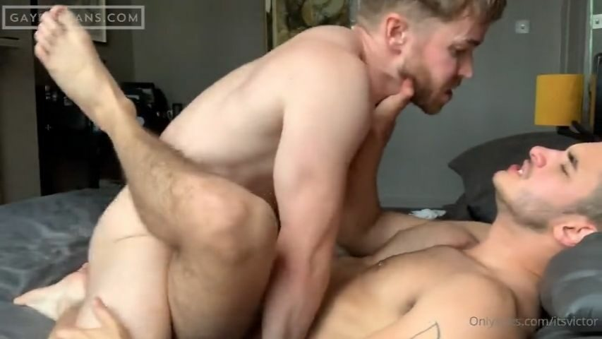 Gabriel Cross flipfucks Igor Miller