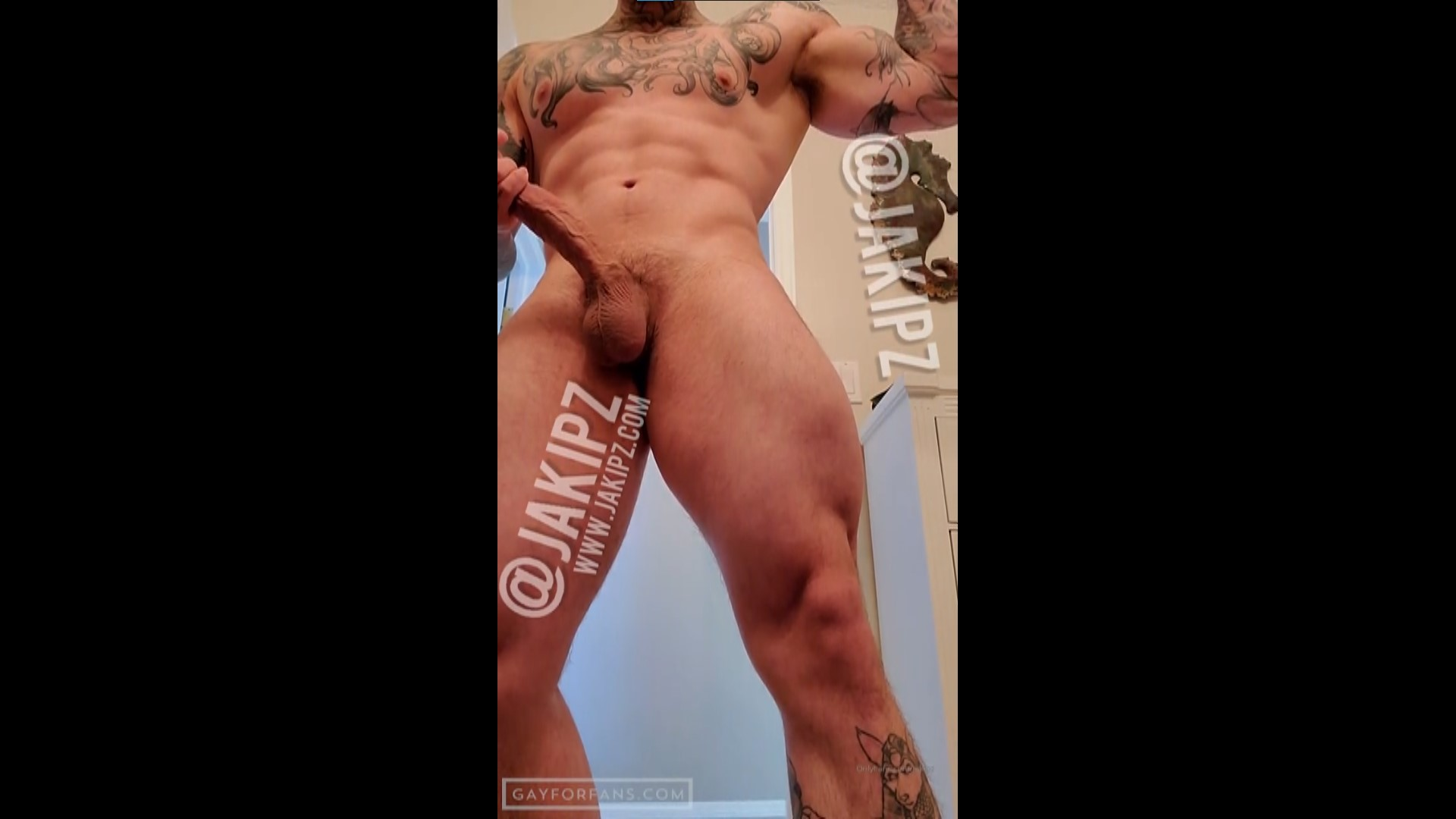 Playing with my balls and precum - Jakipz