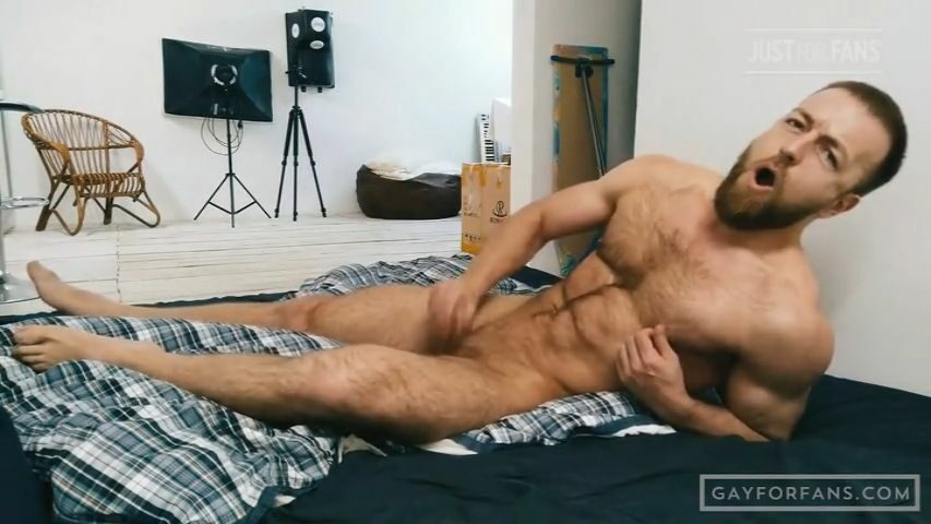 Jerking off in bed - Kostya Kazenny
