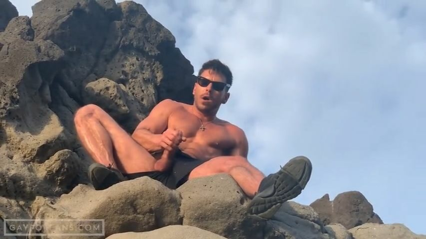 Jerking off at the beach - Paddy O'Brian