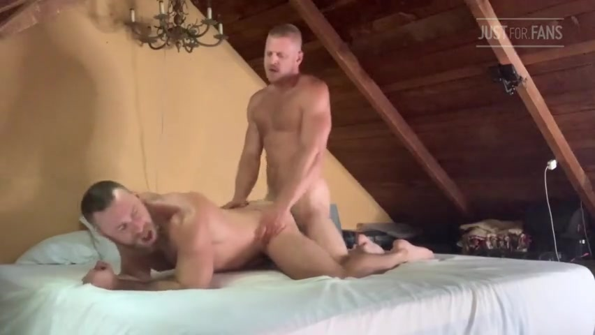 Flip fucking with Bruin Collinsworth (grizzlycheer) - Logan Stevens
