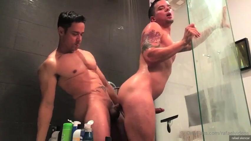 Rafael Alencar fools around with Dakota Payne in the shower