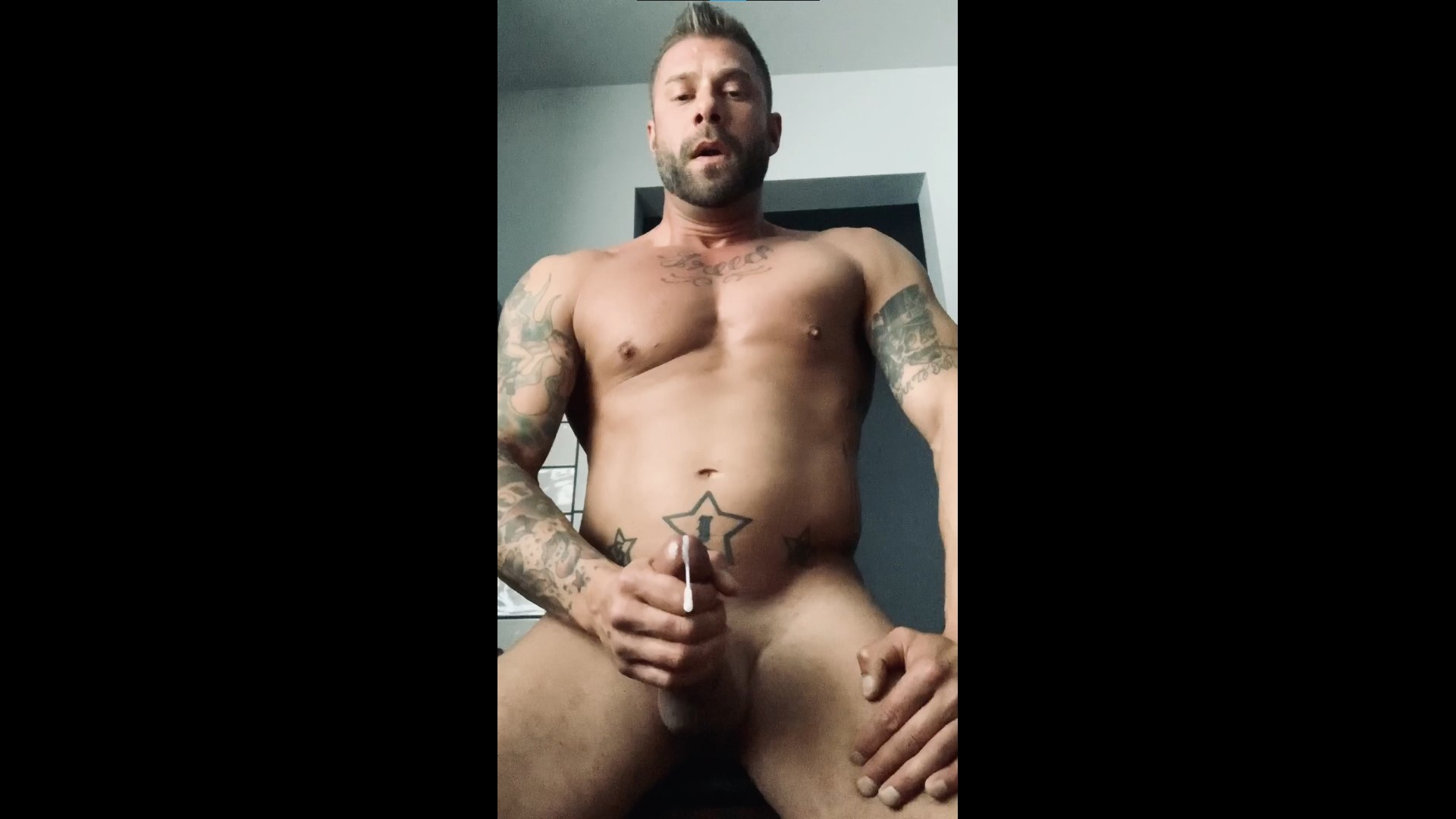 Jerking off and cumming before bed - slickript