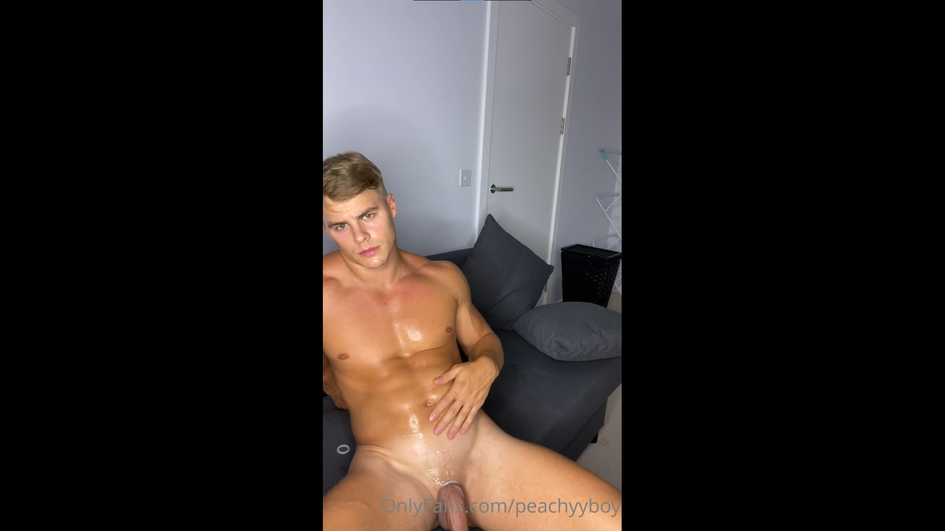 Slowly stripping and jerking off till I cum over my abs - Peachy Boy