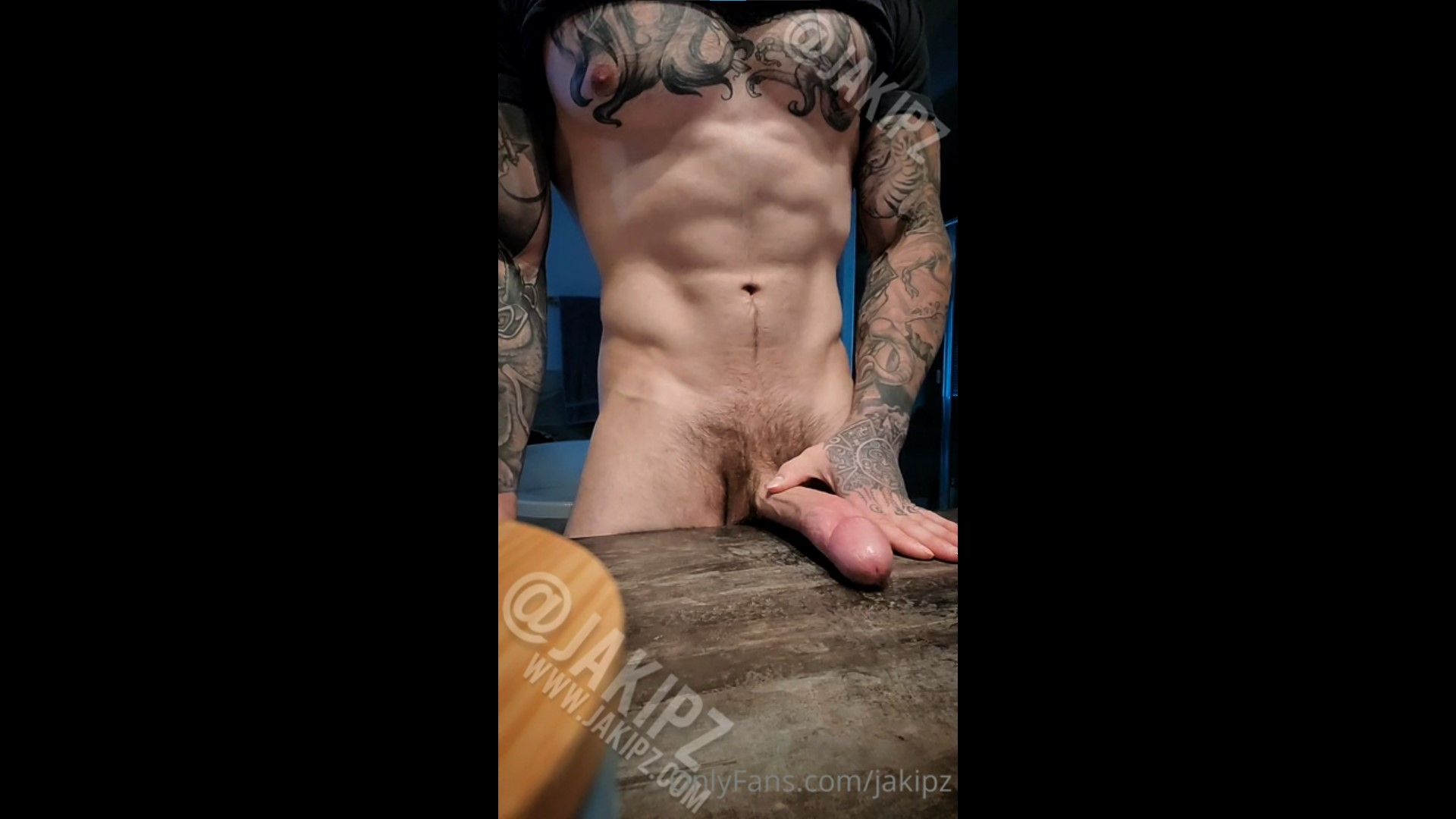 Fucking my hand and shooting a big load over the table - Jakipz