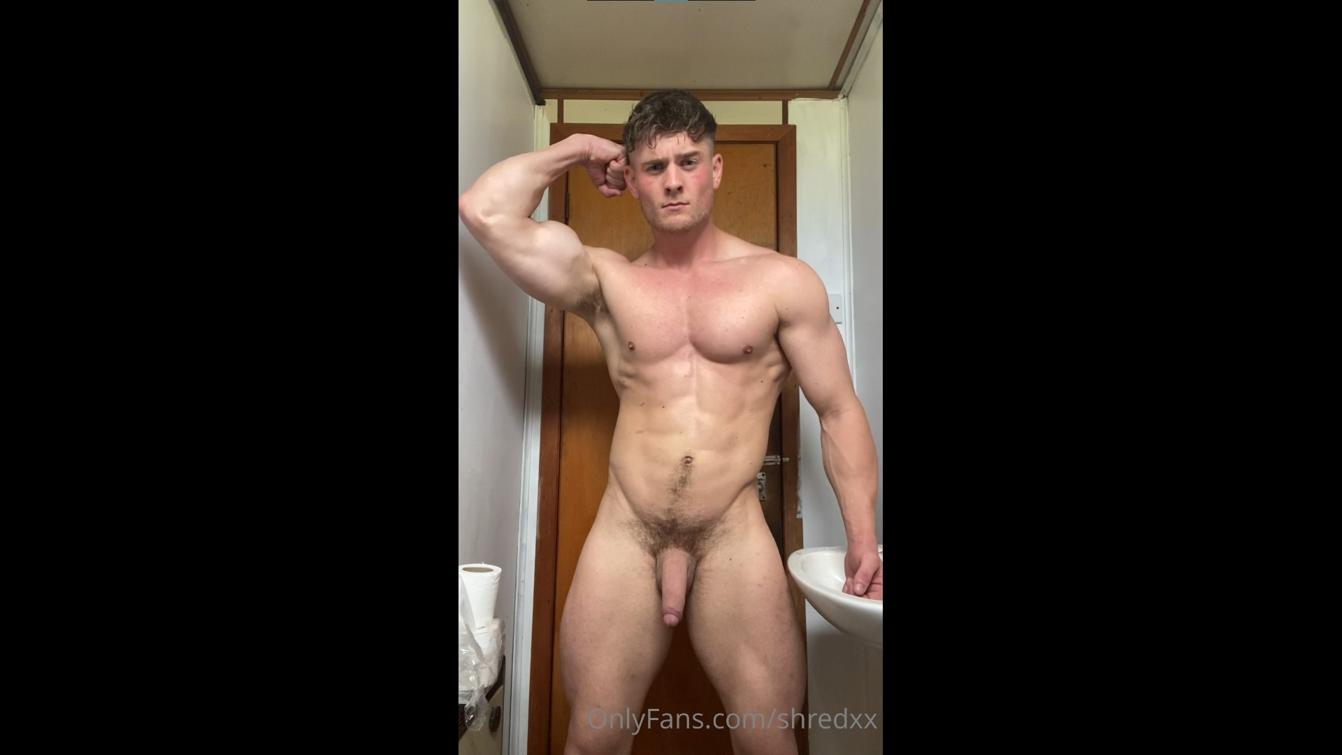 Flexing nude in the bathroom - Shredxx