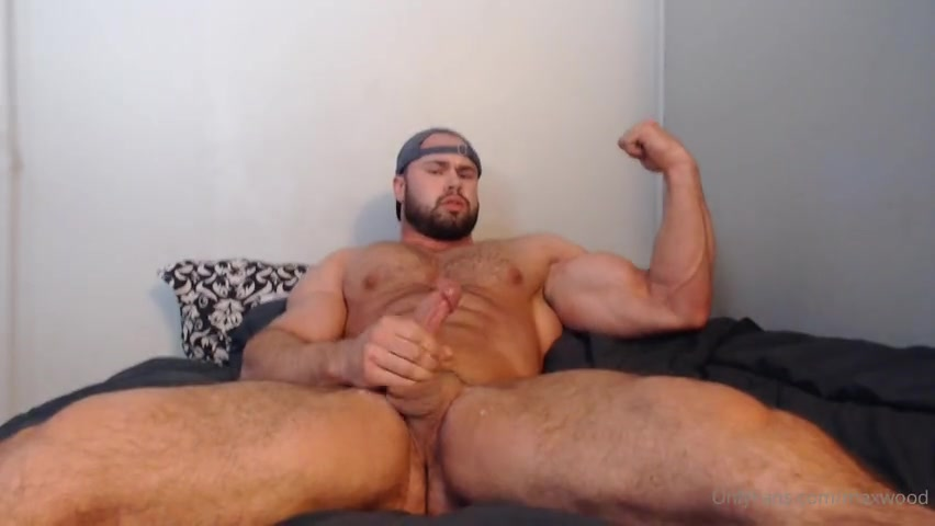 Watching porn and jerking off till I cum - Max Wood