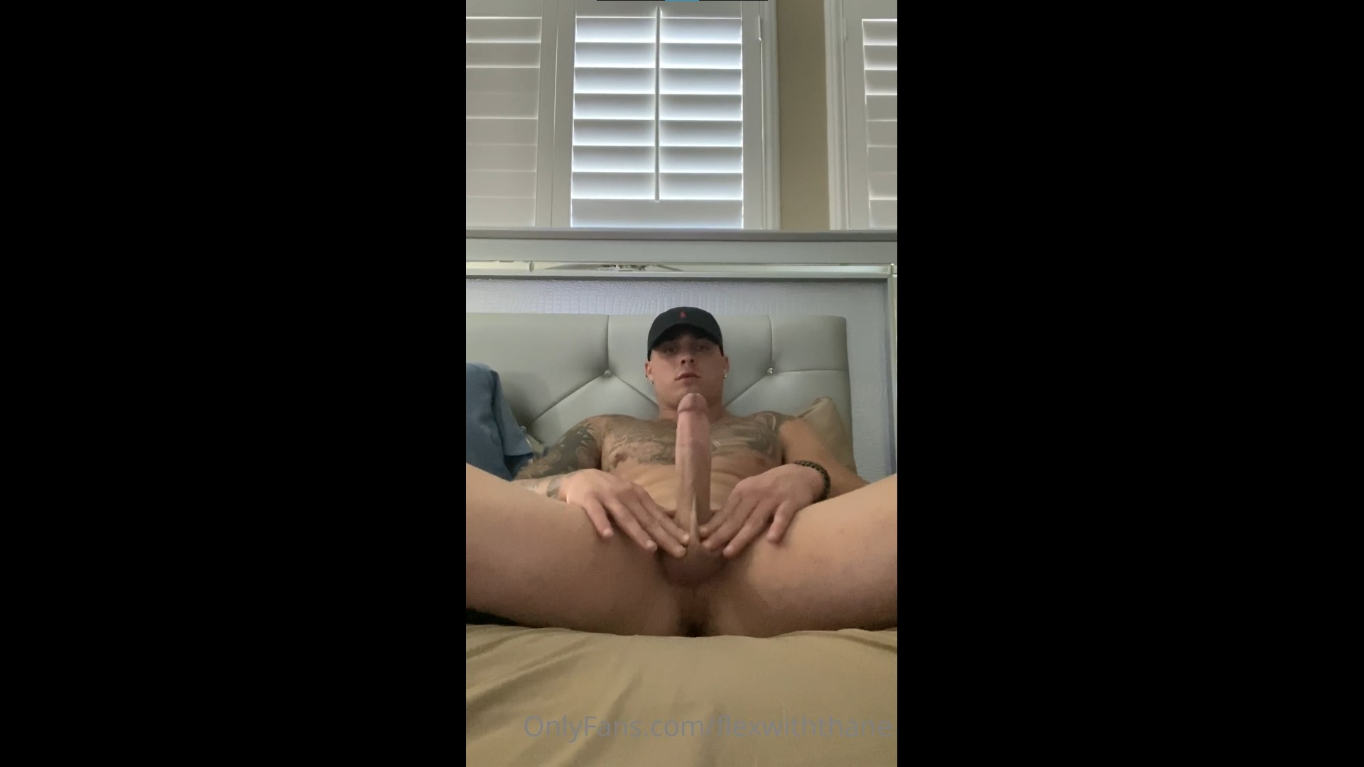 Jerking my cock in bed - Thane Wadams(FlexWithThane)