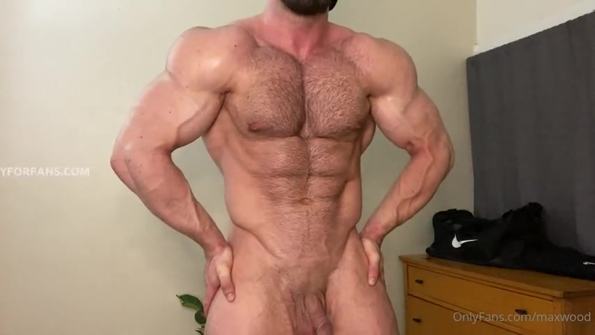 Flexing my big muscles while being naked - Max Wood