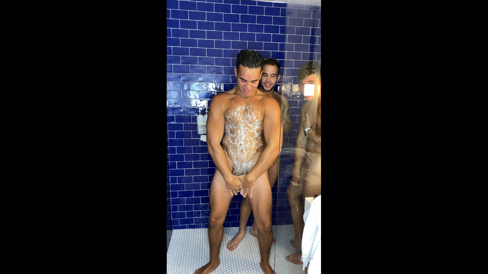 Having a shower with my mates - Blueface-jp