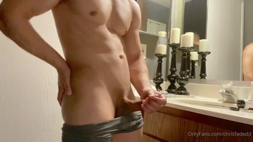 Jerking off after gym - Chris Fadedd