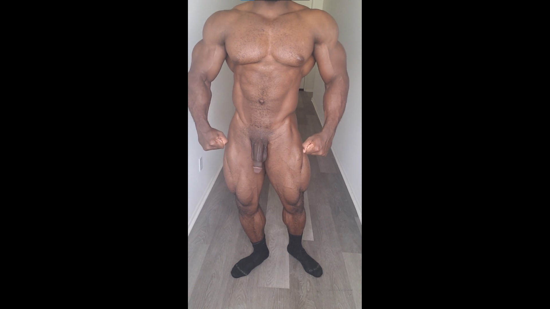 Showing off my muscles and big black cock - jaydaddydickdiesel