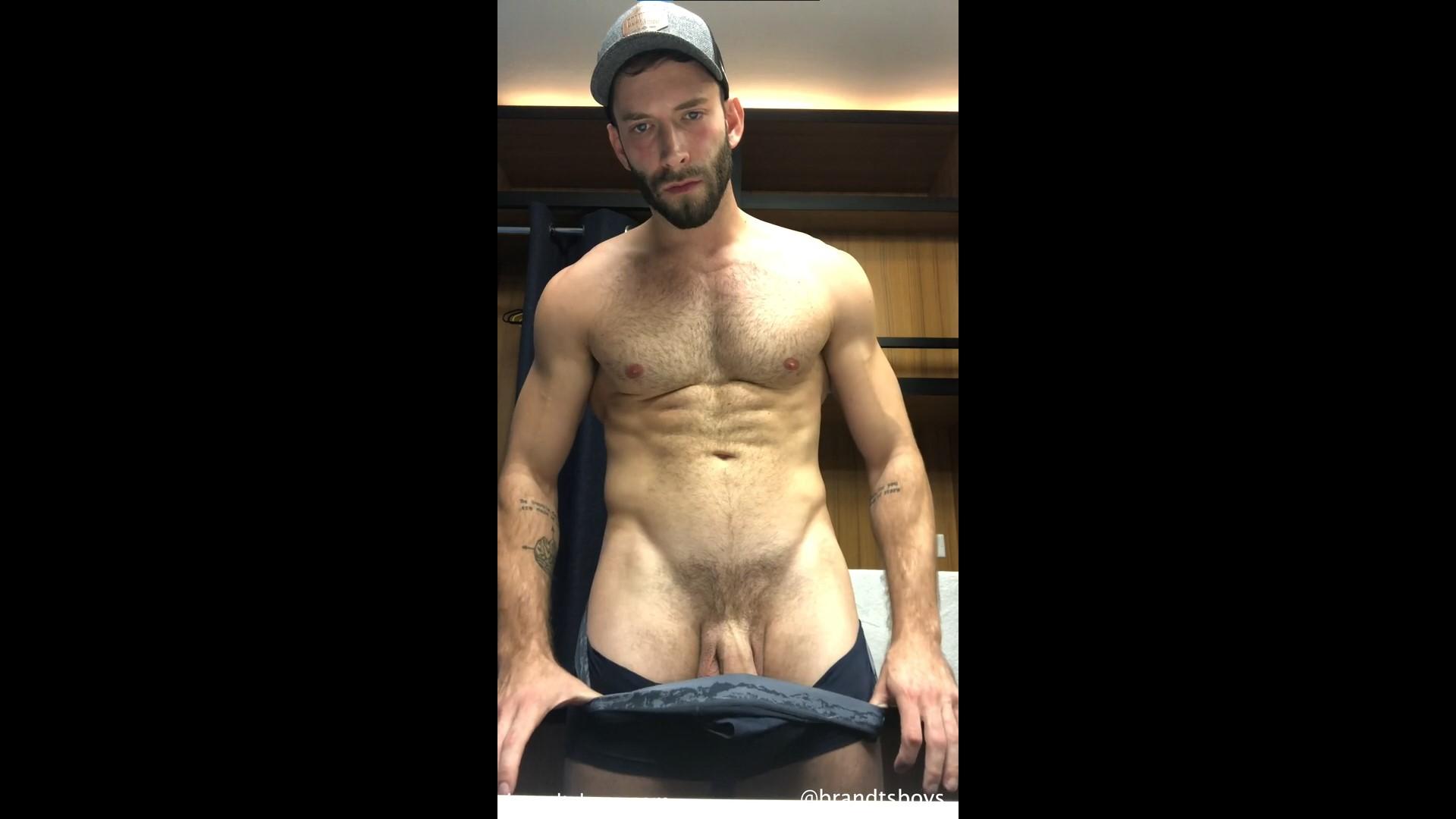 Jerking off and cumming over my underwear after gym – KylexBrandt – Gay for Fans – gayforfans.com