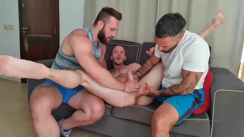 Threesome with Rey Kong, Growxstrong and The Beard X