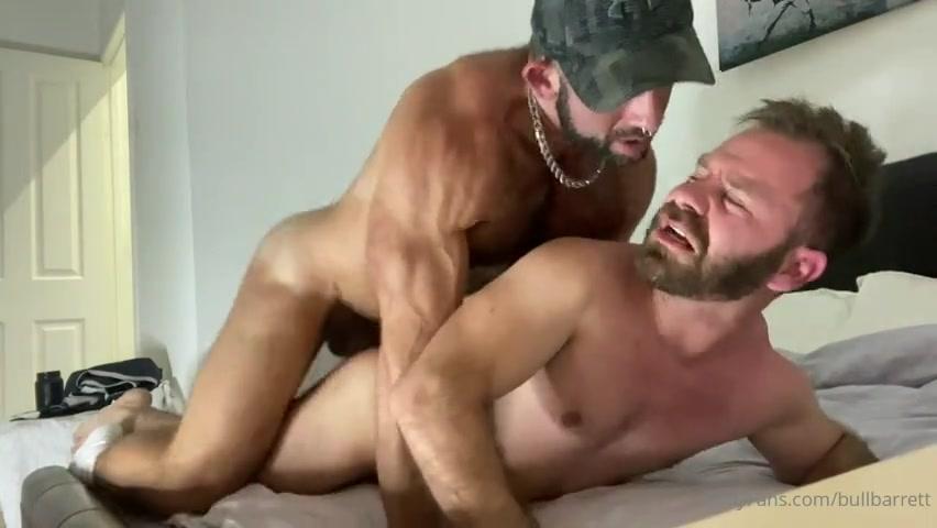Bull Barrett fucks Johny Barewood