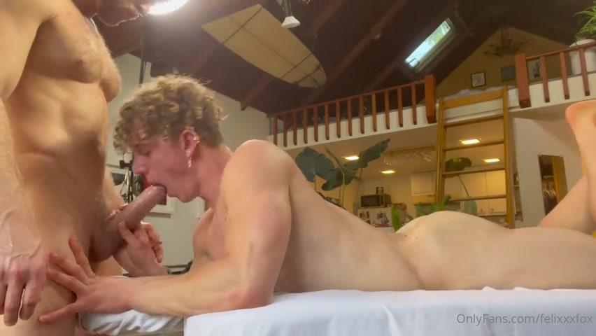 Logan Stevens massages and fucks Felix Fox (felixxxfox)