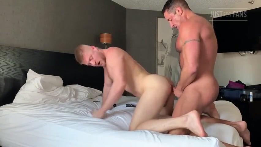 Nick Capra fucks Logan Stevens