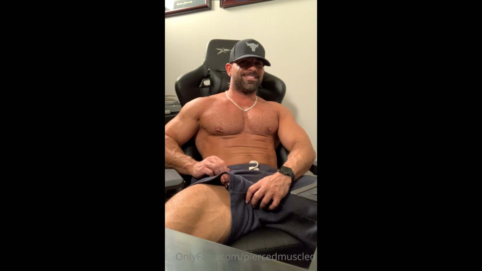 Watching porn and jerking off - Pierced Muscled