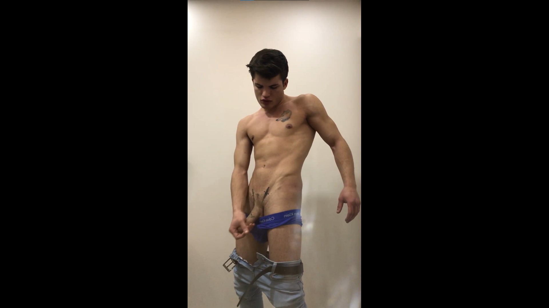 Showing off my body and cock - Kurtdövmeli