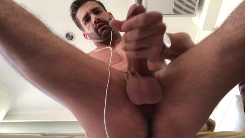 Doing some push ups and jerking off till I cum - Brett King