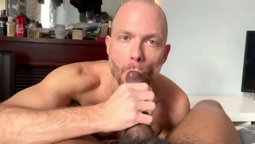 Jake Lawrence (jakelawrencexxx) gives a hung black guy a blow job