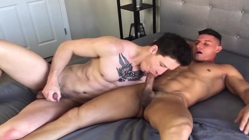Dalton Riley (DaltonRileyXXX) rims and fucks Jax Thirio with a dildo