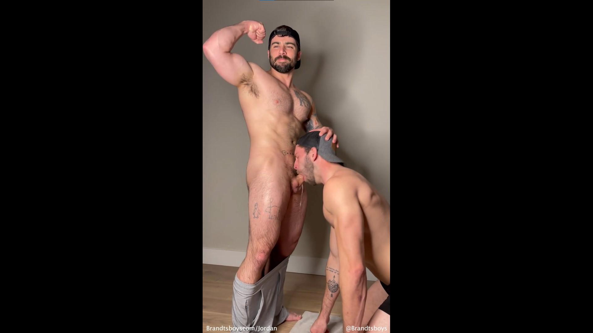 Kyle gives Jordan a blowjob - JordanxBrandt - KylexBrandt