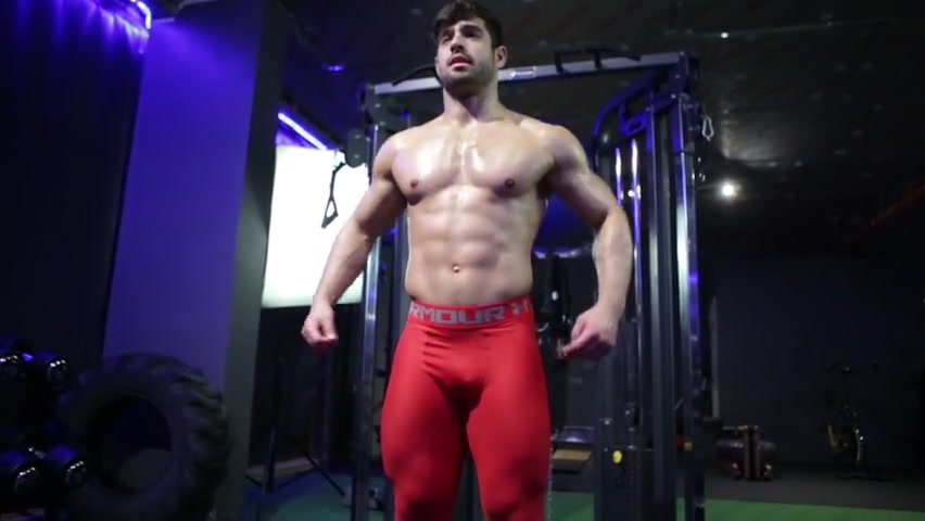 Rubbing oil over my body and working out at the gym -  Dan Tai - pumpaction