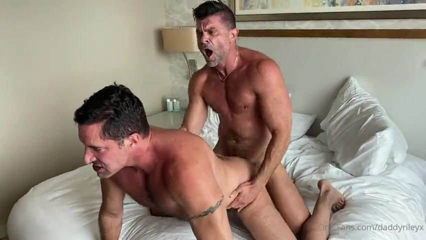 Daddy Riley fucks Nick Capra – Gay for Fans – gayforfans.com