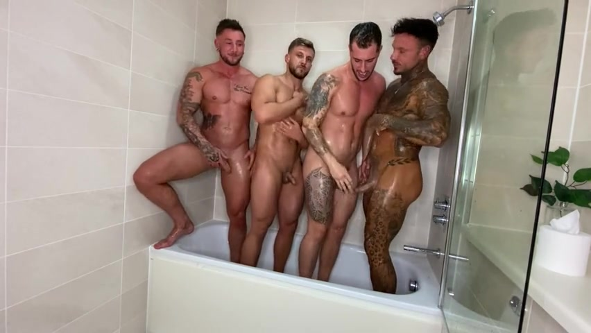 Having a quick shower with a few mates - Sean9Pratt