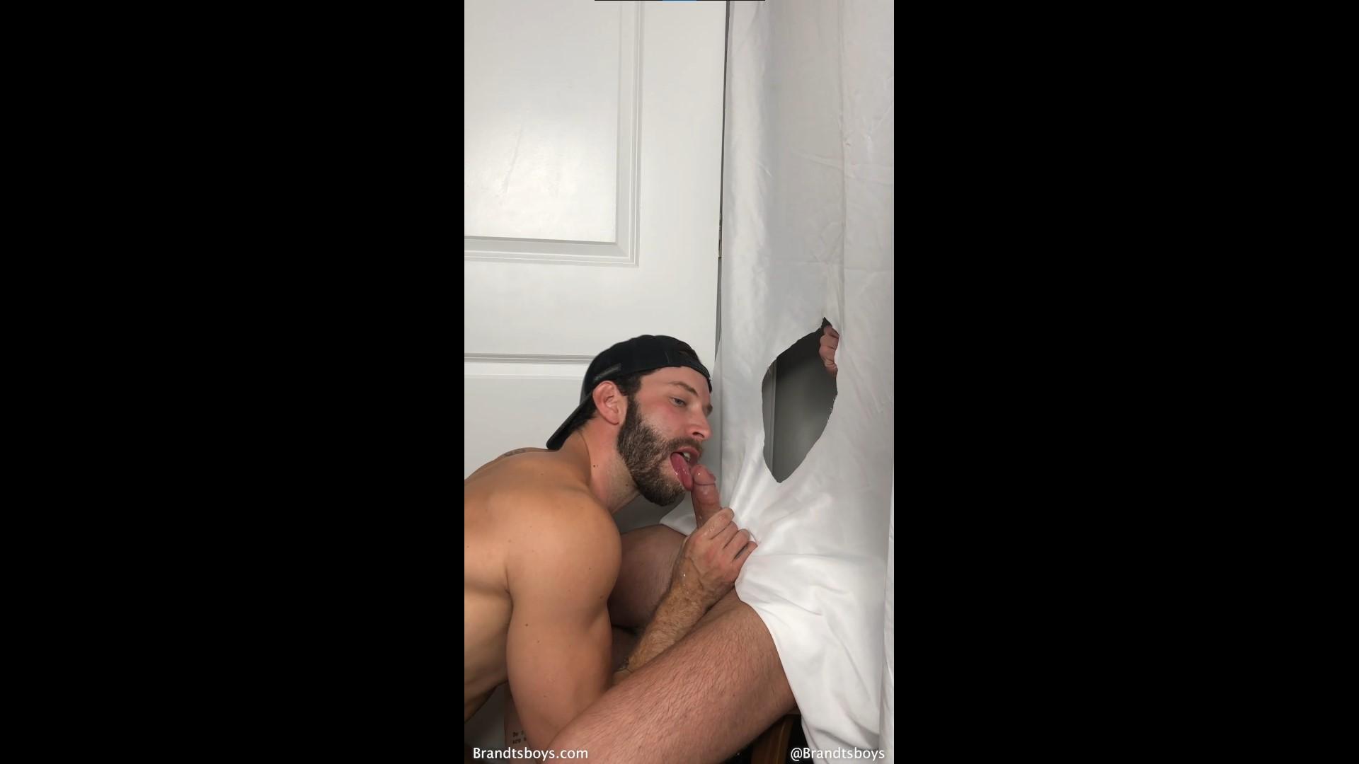 Troy gets a blowjob from Kyle - TroyxBrandt - KylexBrandt