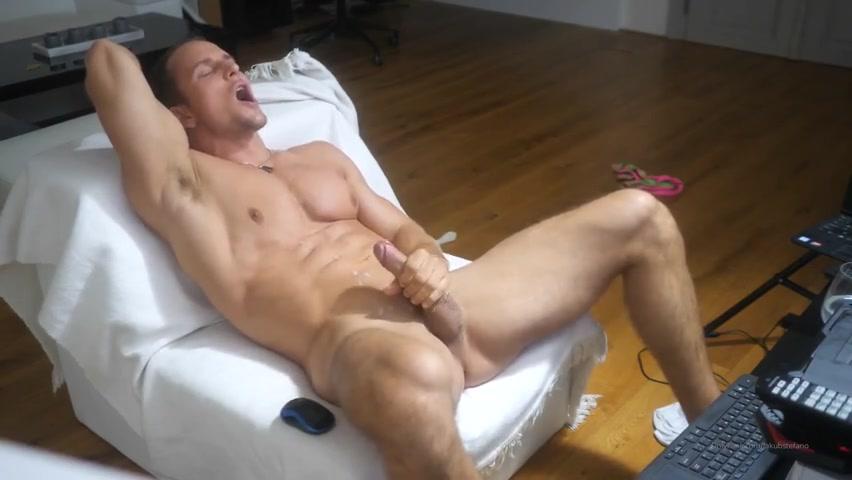Watching porn and jerking off till I cum over myself – Jakub Stefano (JakubStefano) – Gay for Fans – gayforfans.com