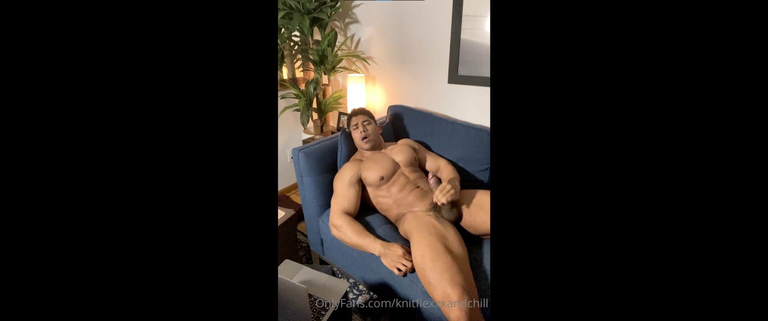 Jerking off and shooting a load over my abs – Edwin Acosta (knitflexxxandchill) – Gay for Fans – gayforfans.com